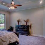 rolety okienne zamontowane w sypialni